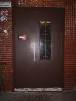 Металлические уличные двери